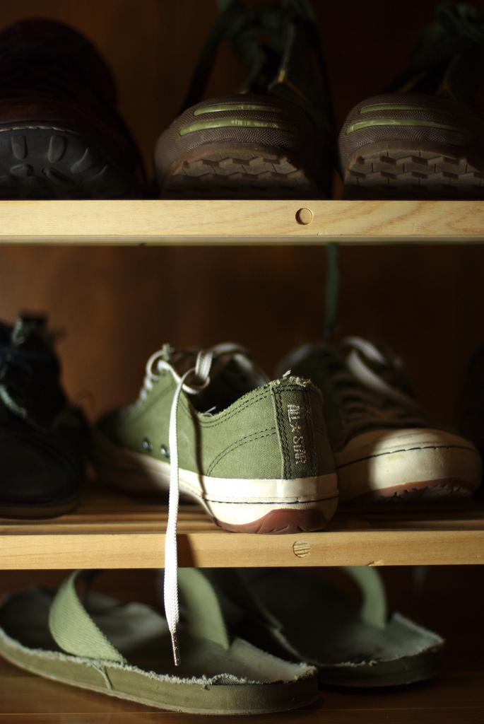 Rack de chaussures - bottes cuir